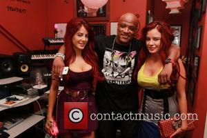 Melissa Howe, Carla Howe and Cavie - The Howe Twins meet with music producer Cavie at The Vault studios -...
