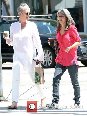 Jamie Lee Curtis - Jamie Lee Curtis grabs a takeaway Starbucks drink with a friend in West Hollywood - Los...