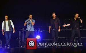 Drew Lachey, Jeff Timmons, Nick Lachey, Justin Jeffre and 98 Degrees