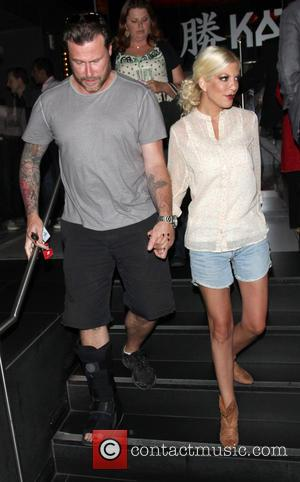 Tori Spelling and Dean McDermott - Tori Spelling and Dean McDermott leave Katsuya restaurant in Hollywood - Los Angeles, California,...