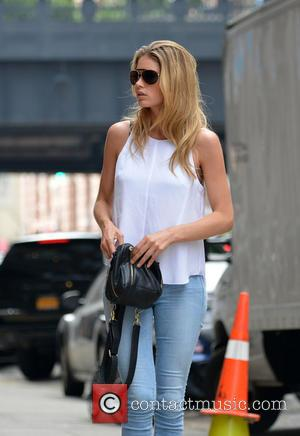 Doutzen Kroes - Dutch supermodel Doutzen Kroes seen out shopping in the Meatpacking District - New York, NY, United States...