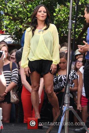 Sara Evans - Celebrities at The Grove to appear on entertainment news show 'Extra' - Los Angeles, CA, United States...