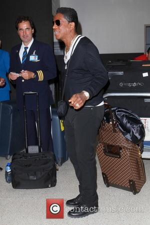 Jermaine Jackson - Jermaine Jackson and family arriving at LAX from an international flight from Amsterdam - Los Angeles, CA,...
