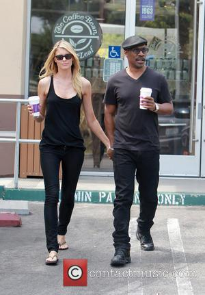 Eddie Murphy and Paige Butcher - Eddie Murphy and Aussie Girlfriend Model Paige Butcher pick up coffee in Los Angeles...