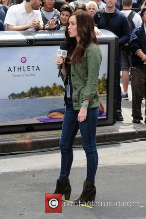 Megan Fox - Megan Fox and Will Arnett shooting 'Teenage Mutant Ninja Turtles' on location in Manhattan - New York...