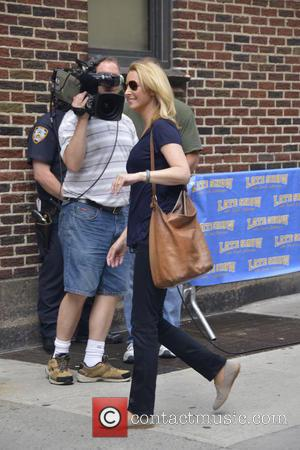 Lisa Kudrow - Celebrities outside the Ed Sullivan Theater for 'The Late Show with David Letterman' - Manhattan, NY, United...