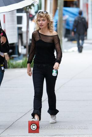 Imogen Poots - Actors seen on the set of 'Squirrels to the Nuts' - New York City, NY, United States...