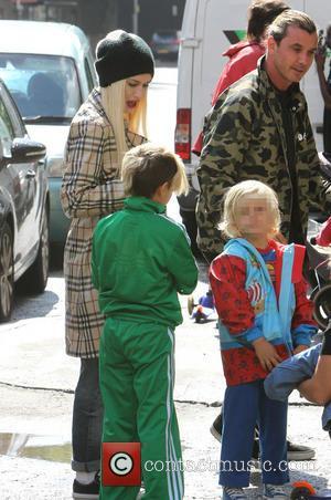 Gwen Stefani, Gavin Rossdale, Kingston Rossdale and Zuma Nesta Rock Rossdale - Gwen Stefani and Gavin Rossdale take a taxi...