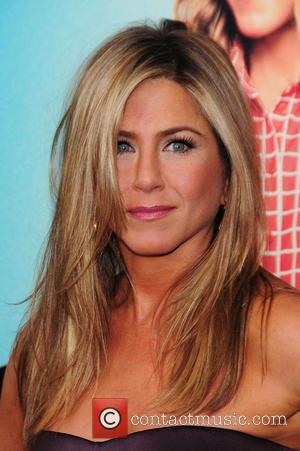 Jennifer Aniston Laughs At Secret Marriage And Baby-bump Rumours