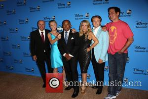Kevin O'leary, Barbara Corcoran, Daymond John, Lori Greiner, Robert Herjavec and Mark Cuban
