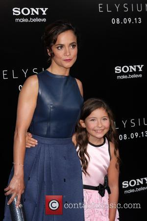 Alice Braga and Emma Tremblay