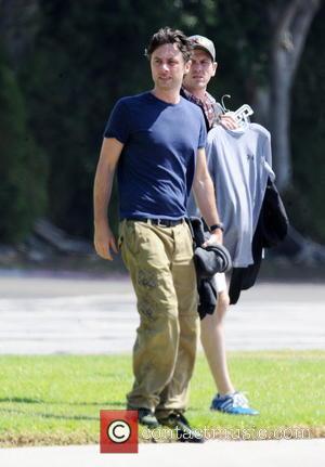 Zach Braff - Kate Hudson and Zach Braff  on the film set of 'Wish I Was Here' - Pasadena...
