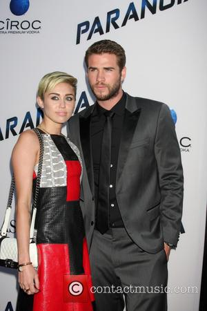 Liam Hemsworth And Miley Cyrus Planning Beach Wedding - Report