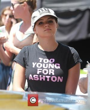 ariel winter - Ariel Winter at the Farmers Market with Sister Shanelle Gray and her brother in law and nieces...