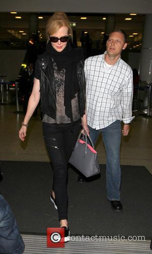 Nicole Kidman - Nicole Kidman arrives at Los Angeles International Airport (LAX) surrounded by bodyguards - Los Angeles, CA, United...