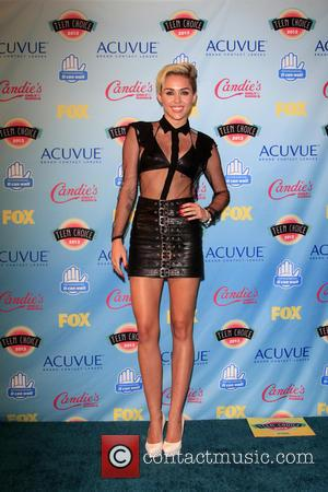 Miley Cyrus, Gibson Amphitheatre