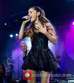 Ariana Grande: 'Justin Bieber Insisted I Post Kissing Twitpic'