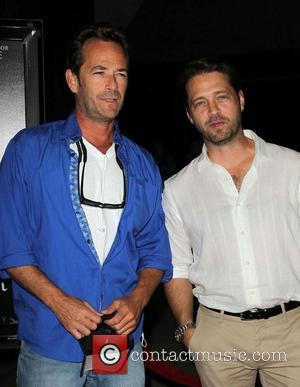Luke Perry and Jason Priestley - Premiere Of