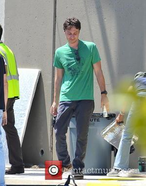 Zach Braff - Zach Braff on the set of 'Wish I Was Here' filming in Los Angeles - Los Angeles,...