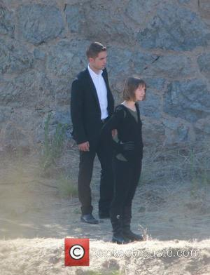 Robert Pattinson and Mia Wasikowska - Robert Pattinson continues to film 'Maps To The Stars' at Runyon Canyon near Mulholland...