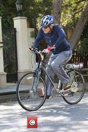 Steve Martin - Steve Martin rides his bike in Beverly Hills - Los Angles, CA, United States - Wednesday 21st...