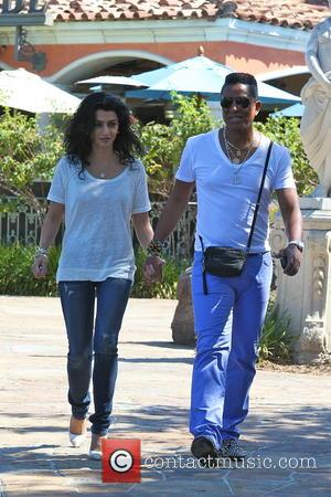 Jermaine Jackson - Jermaine Jackson walking holding hands with his wife Halima Rashid while out at lunch in Calabassas -...