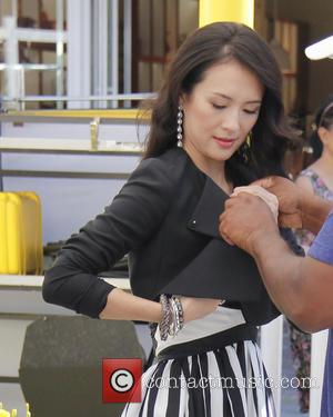 Ziyi Zhang - Ziyi Zhang Guests on Extra at the Grove - West Hollwood, CA, United States - Friday 23rd...