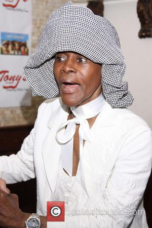 Cicely Tyson - Cuba Gooding, Jr. celebrates his final night in 'The Trip To Bountiful' with a portrait unveiling at...