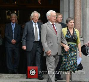 Seamus Heaney Laid To Rest In Bellaghy As Mourners Pay Respects [Pictures]