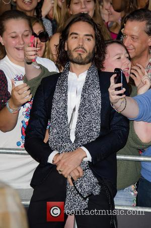 Gq Men Of The Year Awards Descend Into Chaos Over Russell Brand, Nazis, Jews