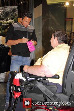 Peter Andre and fan