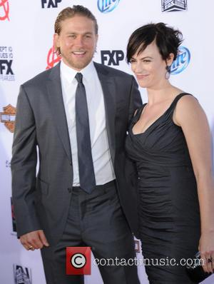 Charlie Hunnam and Maggie Siff