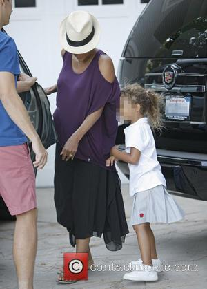 Halle Berry - Heavily pregnant Halle Berry donning a fedora hat dropping off her daughter Nahla's friend at home in...