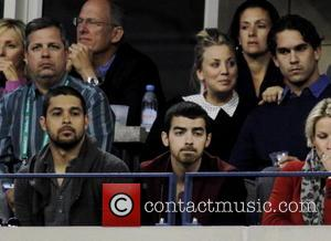Kaley Cuoco, Justin Long, Wilmer Valdarama and Joe Jonas