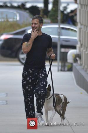 Marc Jacobs - Fashion Designer Marc Jacobs out walking his dog in Manhattan - New York City, New York, United...