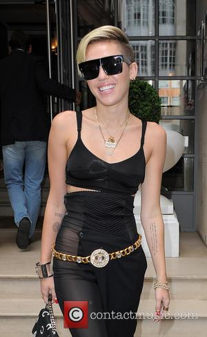 Miley Cyrus - Miley Cyrus leaving her hotel