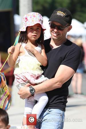 Jon Cryer and Daisy Cryer - Jon Cryer, his wife Lisa Joyner and their daughter, Daisy Cryer visit a Farmers...