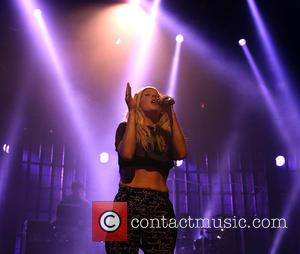Itunes Festival 2013: Ellie Goulding Rocks The Roundhouse [Pictures]