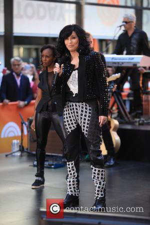 Cher Battles Laryngitis To Perform In New York, Announces Tour
