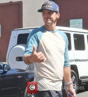 Tony Dovolani - Tony Dovolani chats with fans at the rehearsal studio for ABC's 'Dancing with the Stars' - Los...