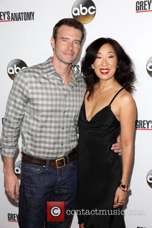 Scott Foley and Sandra Oh