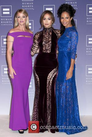 Teri Polo, Jennifer Lopez and Sherri Saum - Jennifer Lopez Honored at 2013 HRC National Dinner - Washington, DC, United...