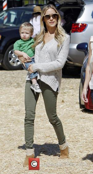 Kristin Cavallarii and Camden Jack Cutler - Kristin Cavallarii visits Mr Bones Pumpkin Patch with her son Camden - Los...