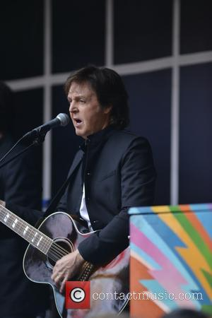 Paul McCartney - Paul McCartney does a popup concert in Times Sqaure - Manhattan, NY, United States - Thursday 10th...