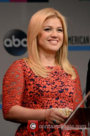Kelly Clarkson & Brandon Blackstock Marry In Tennessee Ceremony