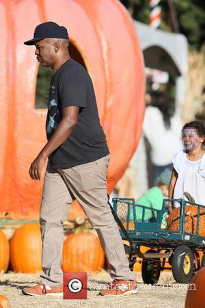 David Alan Grier and Luisa Grier Kim - David Alan Grier takes his daughter to Mr. Bones Pumpkin Patch in...