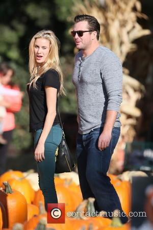 Doug Reinhardt - Doug Reinhardt takes his new girlfriend to Mr Bones Pumpkin Patch in West Hollywood - Los Angeles,...