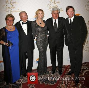 Claude Mann, Alfred E. Mann, Janet Gretzky, Jay Leno and Wayne Gretzky