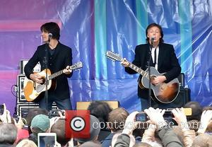 Sir Paul McCartney - Sir Paul McCartney performs an impromptu gig live in Covent Garden to promote his new album...
