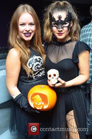 Tanya Burr and Tylit/blogger)